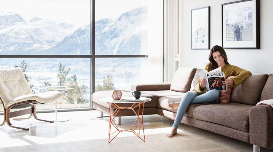 Bilde av stuen med sofagruppe - en god innboforsikring sørger for at du ikke står på bar bakke om noe uforutsett skulle skje.