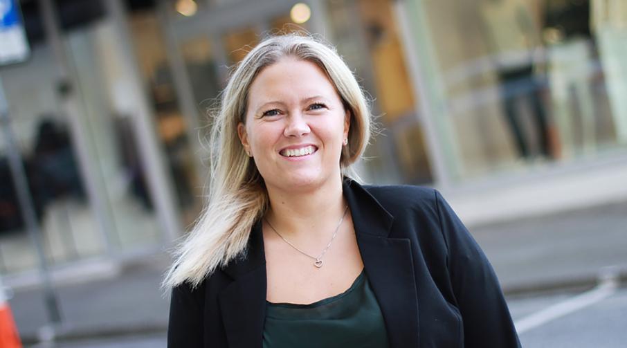 Anette Eikrem Maaseide er banksjef i Sparebanken Møre sin avdeling i Langevåg.